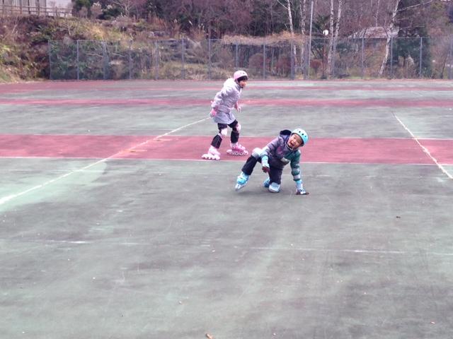 インラインスケートで鬼ごっこ